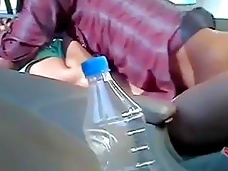 Dude fucks his indian girlfriend in the car